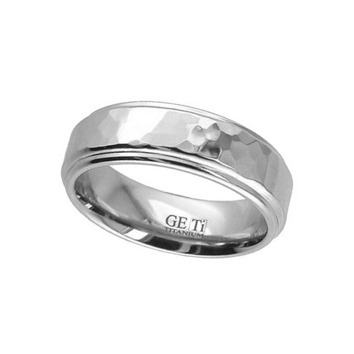 Geti Gents 7mm Shoulder Cut Flat Profile Titanium Ring With A Hammered Centre 2201H